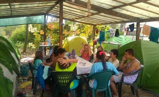 къмпинг на морски лагер за деца